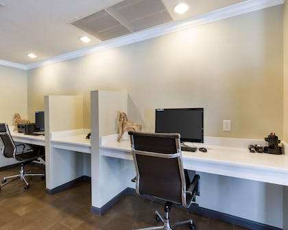 Business room with work space | Comfort Suites near Westchase on Beltway 8