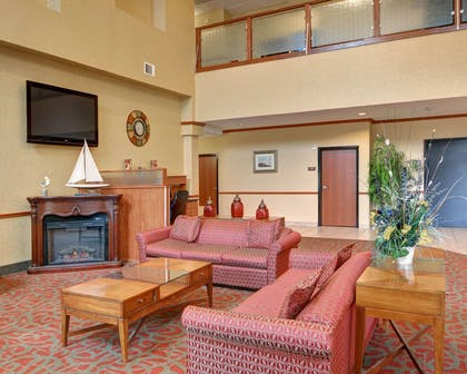 Lobby with fireplace | Comfort Suites near Cedar Creek Lake