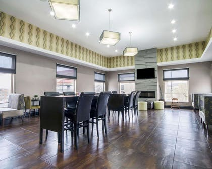 Enjoy breakfast in this seating area | Comfort Inn & Suites I-10 Airport