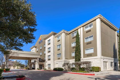 Hotel exterior | Comfort Inn & Suites Texas Hill Country