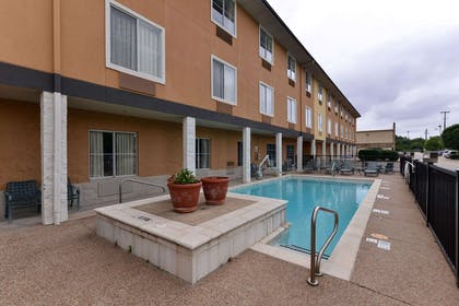 Outdoor pool with sundeck   Comfort Inn & Suites Frisco - Plano