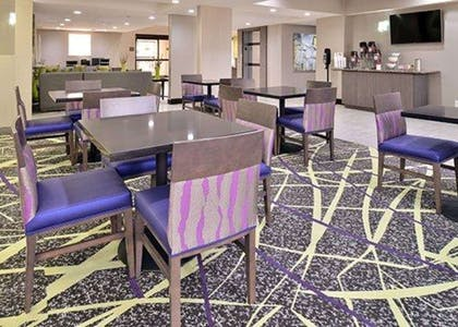 Enjoy breakfast in this seating area   Comfort Inn & Suites Frisco - Plano
