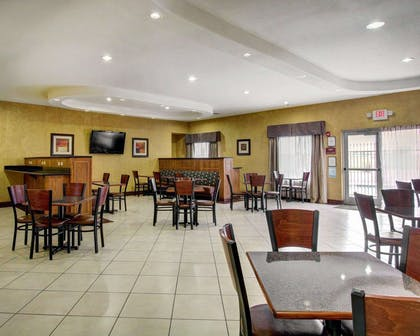 Breakfast area in the lobby | Comfort Inn And Suites Alvarado