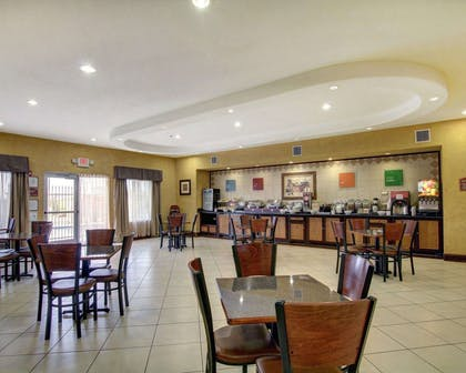 Breakfast area | Comfort Inn And Suites Alvarado