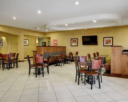 Breakfast room | Comfort Inn And Suites Alvarado