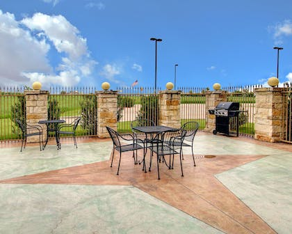 Outdoor patio | Comfort Inn And Suites Alvarado