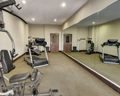 Fitness center | Comfort Inn And Suites Alvarado
