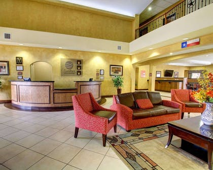 Lobby with sitting area | Comfort Inn And Suites Alvarado
