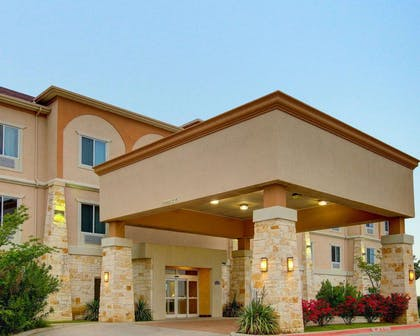 Hotel entrance | Comfort Inn And Suites Alvarado