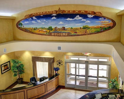 Lobby with beautiful mural | Comfort Inn And Suites Alvarado