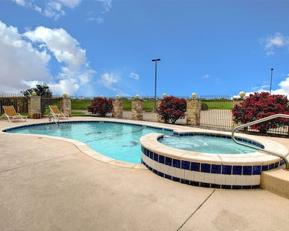 Outdoor pool | Comfort Inn And Suites Alvarado