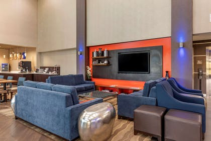 Lobby with sitting area | Comfort Suites Waco North