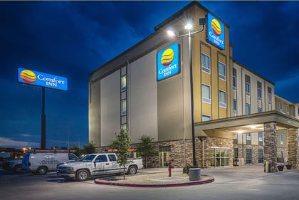 Night view of hotel | Comfort Inn