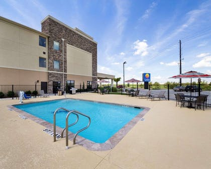 Outdoor pool with sundeck | Comfort Inn & Suites Victoria North