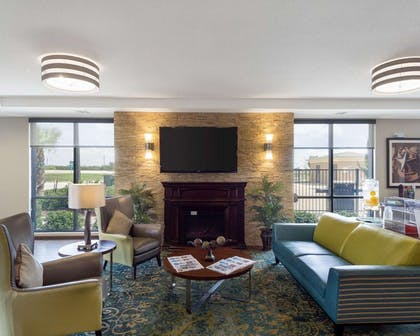 Lobby with sitting area | Comfort Inn & Suites Victoria North