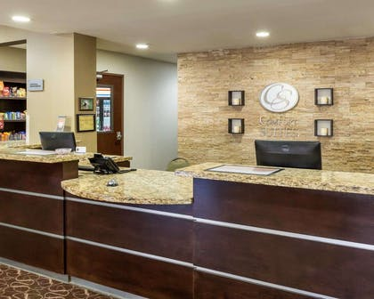 Front desk with friendly staff | Comfort Suites Cotulla near I-35