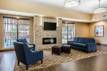 Hotel lobby | Comfort Suites Houston I-45 North