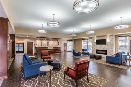 Lobby with sitting area | Comfort Suites Houston I-45 North