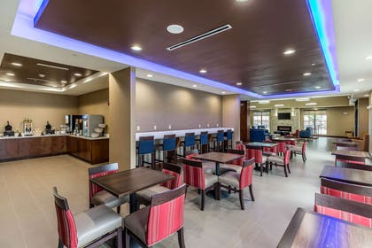 Spacious breakfast area | Comfort Suites Houston I-45 North