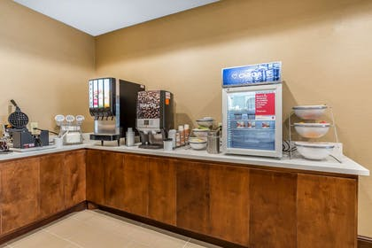 Free breakfast | Comfort Suites Houston I-45 North