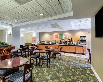 Breakfast area in the lobby | Comfort Inn & Suites Southwest Fwy at Westpark