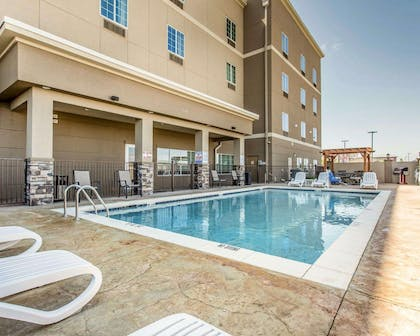 Outdoor pool with sundeck | Mainstay Suites