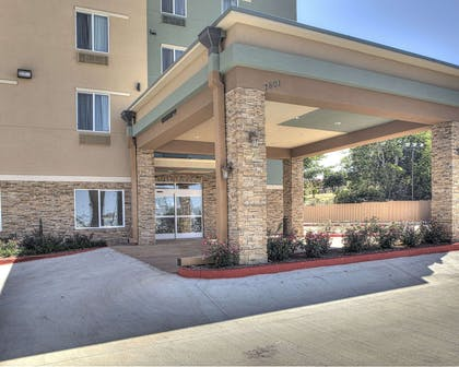 Hotel exterior | Comfort Inn & Suites Fort Worth West