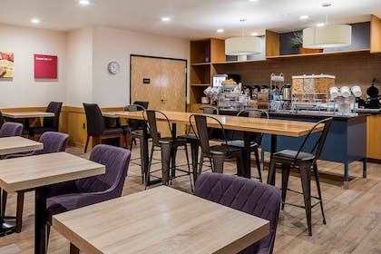 Breakfast area | Comfort Suites El Paso Airport