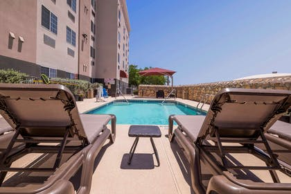 Outdoor pool | Comfort Suites El Paso Airport