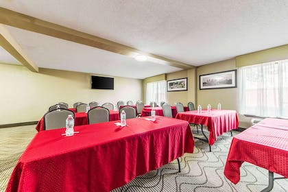 Large space for receptions, parties, anniversaries, and business | Comfort Inn Dallas Park Central