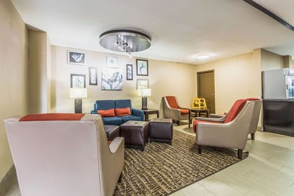 Lobby with sitting area | Comfort Inn Dallas Park Central