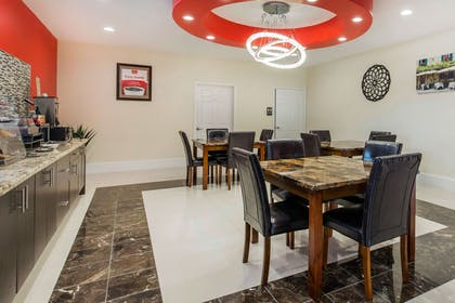 Enjoy breakfast in this seating area | Econo Lodge Inn & Suites Houston Willowbrook
