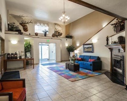 Spacious lobby with sitting area | Comfort Inn & Suites Beaver - Interstate 15 North