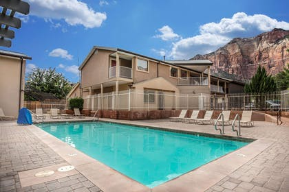 Outdoor pool | Quality Inn Springdale at Zion Park