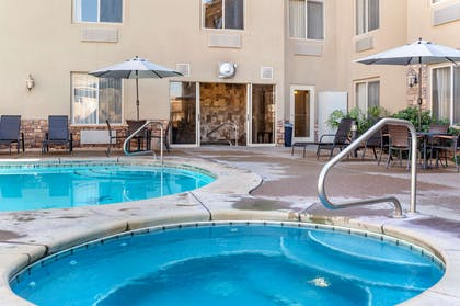Outdoor hot tub | Comfort Inn at Convention Center