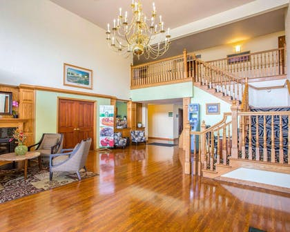 Beautifully decorated hotel | Quality Inn & Suites Airport West