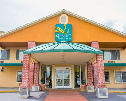 Hotel entrance | Quality Inn & Suites Airport West