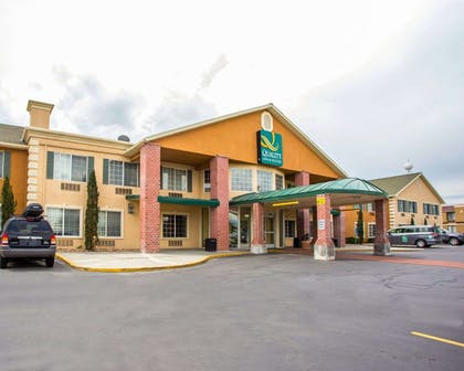 Hotel exterior | Quality Inn & Suites Airport West