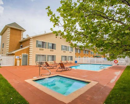 Outdoor pool with hot tub | Quality Inn & Suites Airport West
