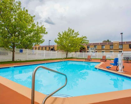 Outdoor pool with sundeck | Quality Inn & Suites Airport West