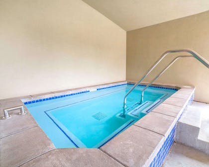 Outdoor hot tub | Comfort Inn Downtown