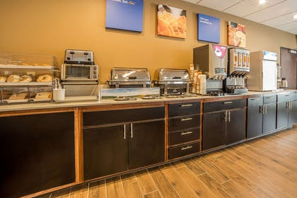 Free hot breakfast | Comfort Inn & Suites