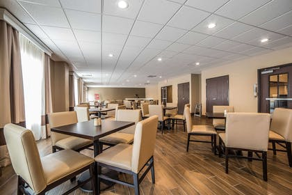 Breakfast seating | Comfort Inn & Suites