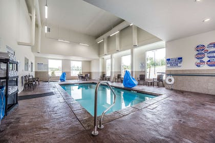 Hotel pool | Comfort Inn & Suites