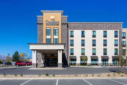 Hotel exterior | Comfort Inn & Suites Salt Lake City Airport