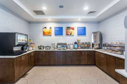 Free hot breakfast | Comfort Inn & Suites Salt Lake City Airport