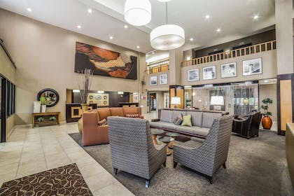 Spacious lobby with sitting area | Comfort Suites Ogden Conference Center