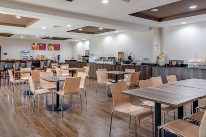 Breakfast area | Comfort Suites South Park