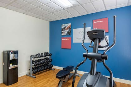 Exercise room | Comfort Suites South Park