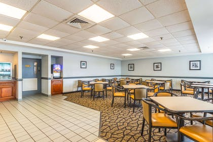 Breakfast area | Econo Lodge Oceanfront